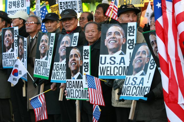 South Korean activists shout 'Welcome Obama' slogans